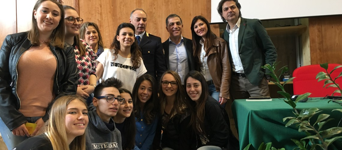 """""""L'abuso di alcol tra gli adolescenti"""", ne abbiamo parlato oggi al Liceo Scientifico di Paternò"""